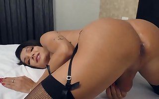 Anal creampie for Roberta Cortes