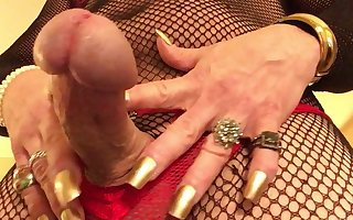 CdTina gold nails