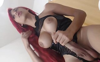 Longhaired Tranny masturbated